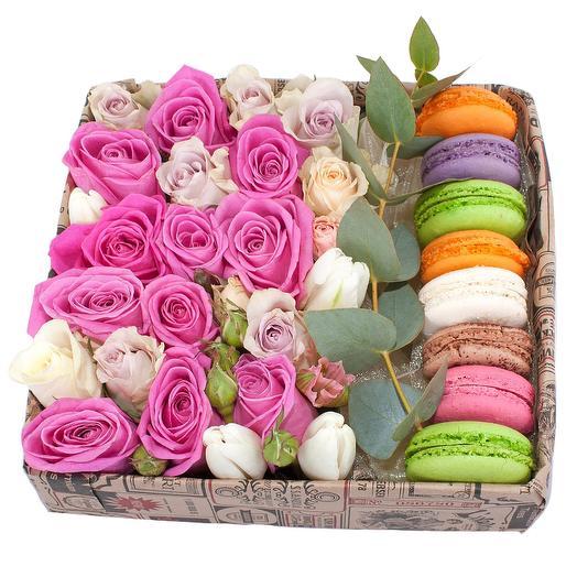 Цветы в коробке с макарони: букеты цветов на заказ Flowwow