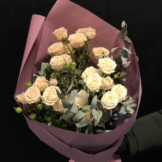 Букет «Кустики» с розами и эвкалиптом: букеты цветов на заказ Flowwow