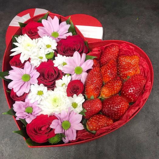 Сердце с клубникой ️: букеты цветов на заказ Flowwow