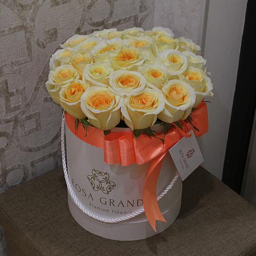 до 25 кремовых эквадорских роз