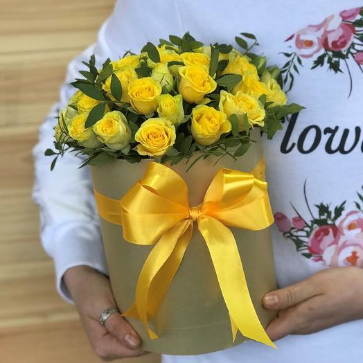 Коробки с цветами. Кустовые розы. N489: букеты цветов на заказ Flowwow