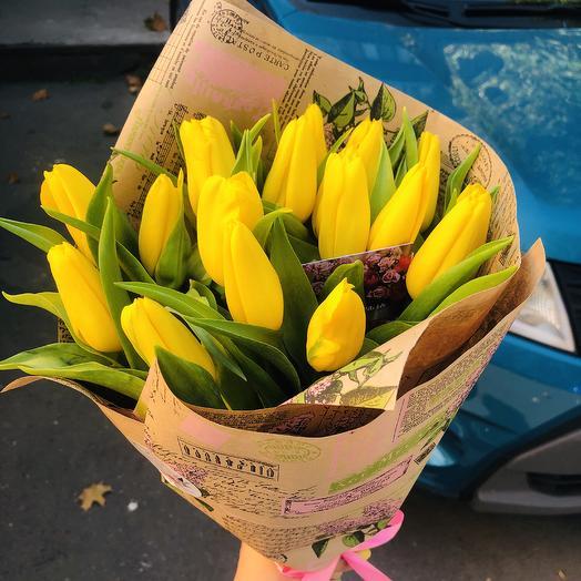 Тюльпаши-солнышки: букеты цветов на заказ Flowwow