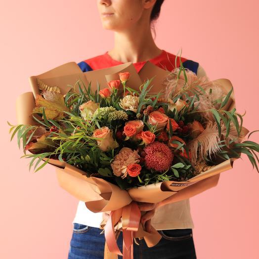 Кофейный букет с эвкалиптом и перьями: букеты цветов на заказ Flowwow
