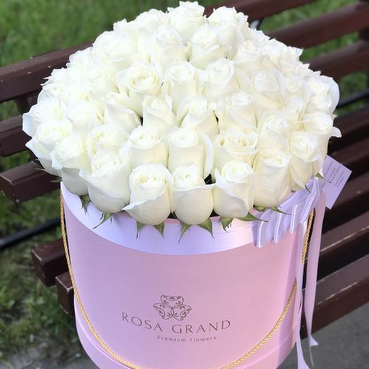 До 75 эквадорских роз в шляпной коробке