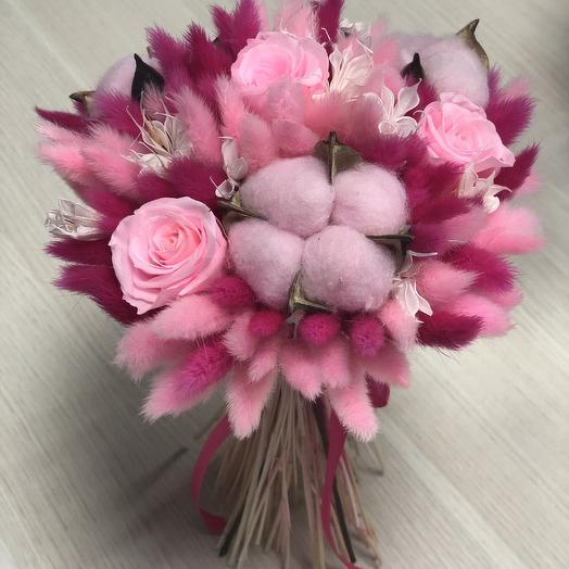 Букет малиновый  сухоцветов и роз