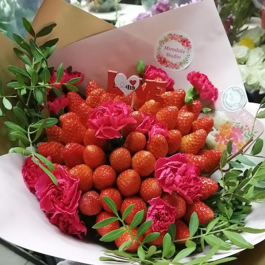 Клубника в День всех Влюблённых: букеты цветов на заказ Flowwow