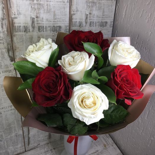 Дуэт из бело - красных розы