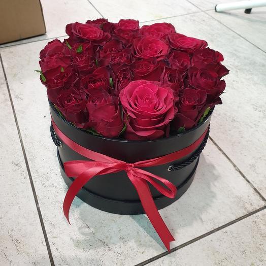 Каробка из 25 роза: букеты цветов на заказ Flowwow