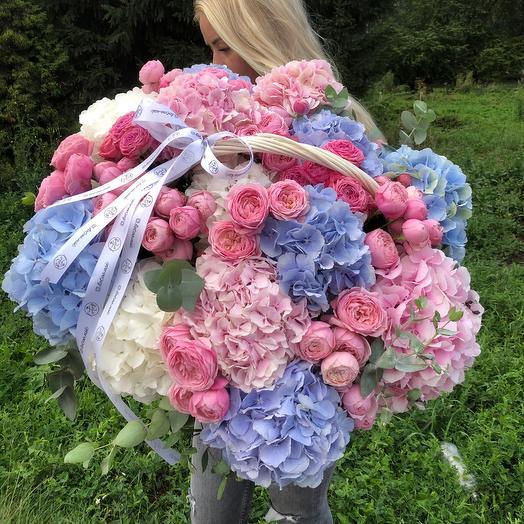 Корзина XL с гортензиями и пионовидными розами