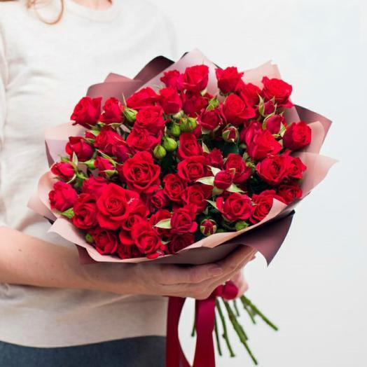 9 красных кустовых роз