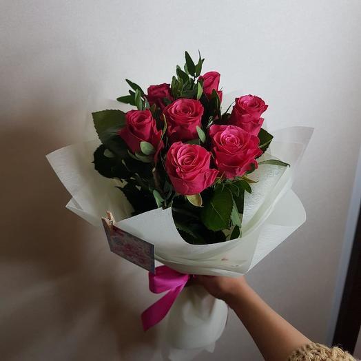 7 малиновых роз