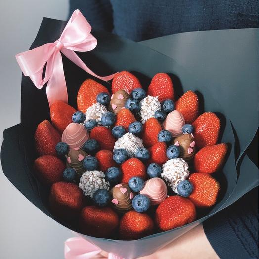 Букет из ягод и клубники в шоколаде