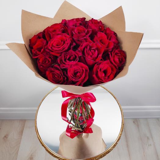 Букет из 19 красных роз(коробка конфет в подарок, условие в описании)