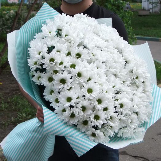 Букет из белых куставых хризантем