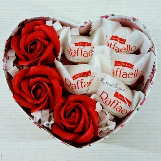 """Цветы и конфеты в коробке """"LOVE"""""""