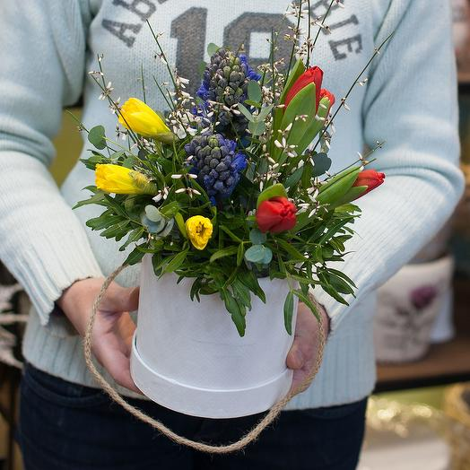 Коробка из весенних цветов