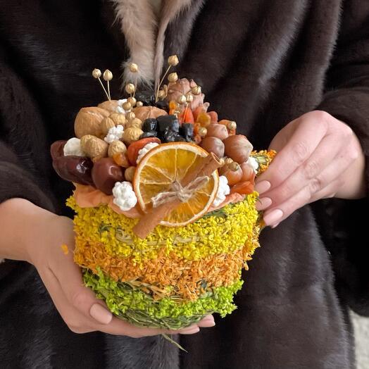 Травяная кружка кашпо с орехами и сухофруктами