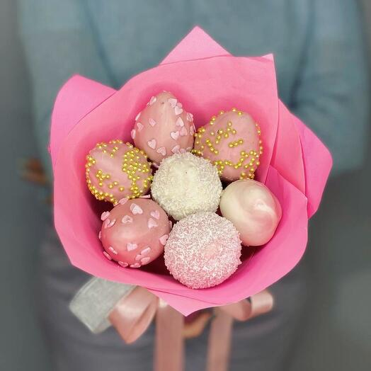 Mini bouquet of strawberries in chocolate