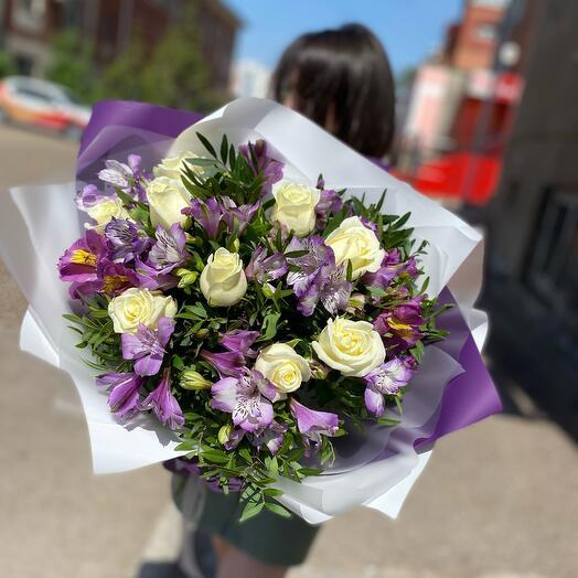 Букет из роз и альстромерий и роз