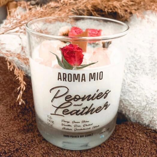 Ароматическая свеча Aroma Mio «Пион и Кожа»