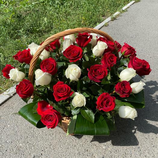 Корзина с розами 51 шт