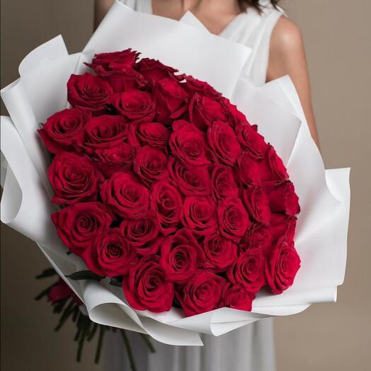 Букет из 35 роз в оформлении «Bravado»