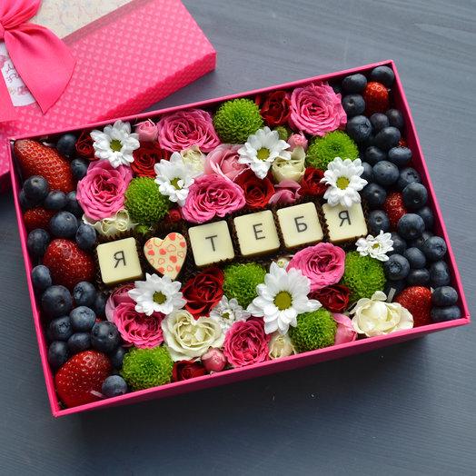 """Коробочка с ягодами и шоколадом """"Признание"""": букеты цветов на заказ Flowwow"""