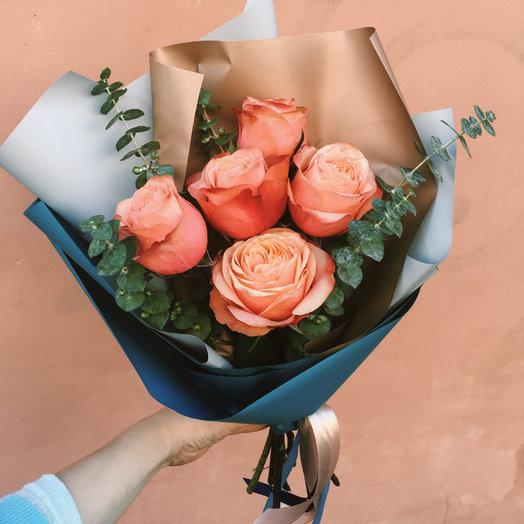 Монобукет из 5 роз с веткой эвкалипта: букеты цветов на заказ Flowwow