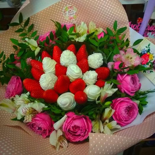 """Букетик с клубникой ,,Нежная красавица"""": букеты цветов на заказ Flowwow"""
