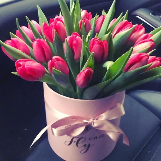 Тюльпаны в шляпной коробке  💚: букеты цветов на заказ Flowwow