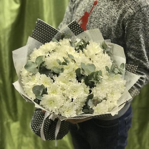 Букет хризантем с эвкалиптом: букеты цветов на заказ Flowwow