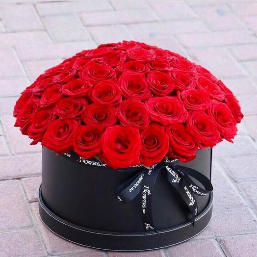 51 роза в стильной коробке: букеты цветов на заказ Flowwow