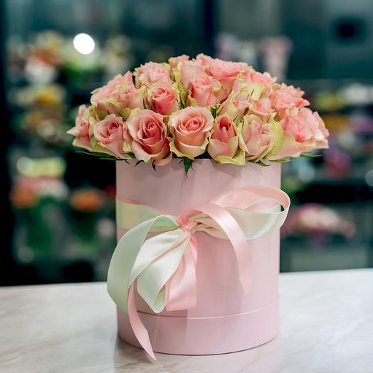 Шляпная коробка с 51 кенийской розой 40 см: букеты цветов на заказ Flowwow