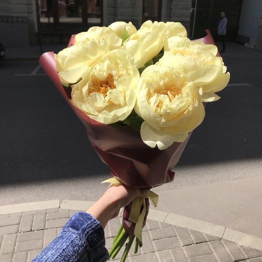 Жёлтые пионы по супер цене: букеты цветов на заказ Flowwow