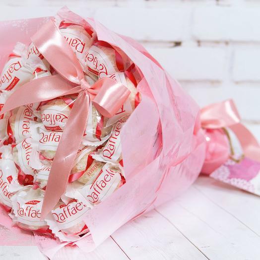 Букет из конфет «Raffaello» 250 гр: букеты цветов на заказ Flowwow
