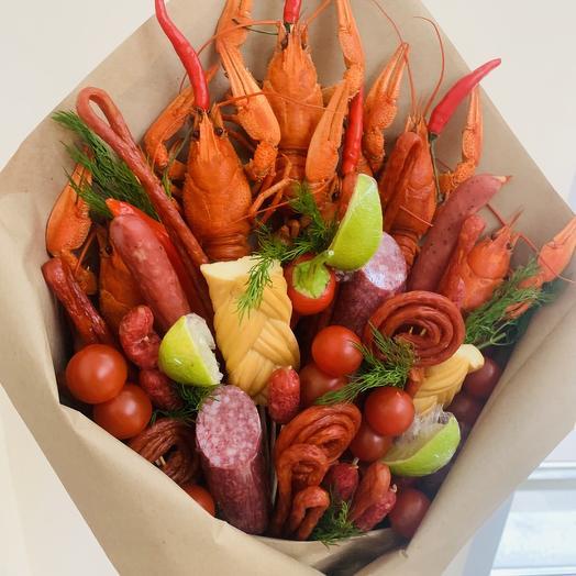 Мужской букет с раками и колбасой Люкс: букеты цветов на заказ Flowwow