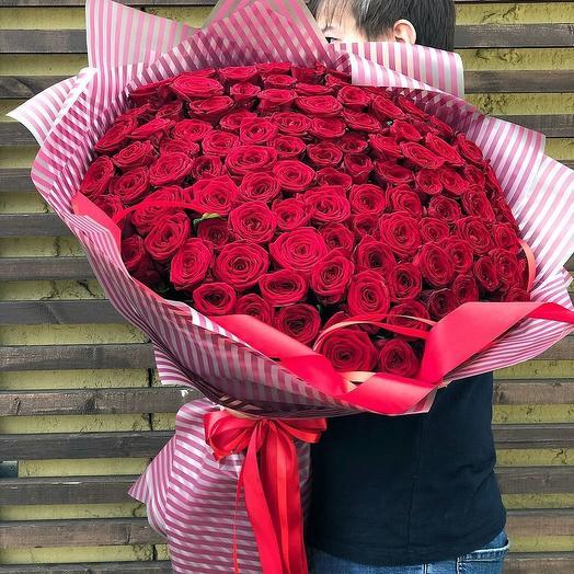 Розы в дизайнерской упаковке 101 шт: букеты цветов на заказ Flowwow