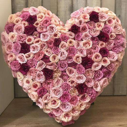"""Сердце из пионовидных садовых роз """"P.S. I Love you"""""""