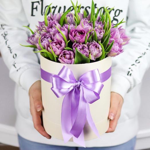 Шляпная коробка из 29 пионовидных тюльпанов. N719