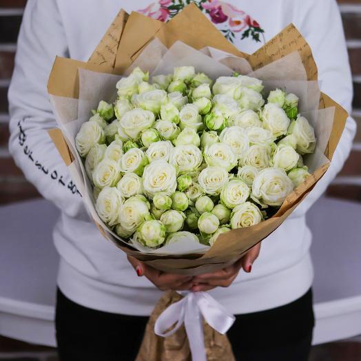 Букет из 25 веточек белых пионовидных кустовых роз. N740