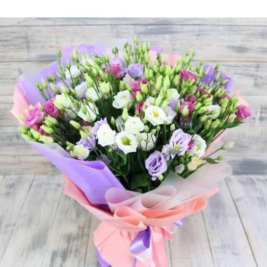 Нежный букет с эустомой: букеты цветов на заказ Flowwow