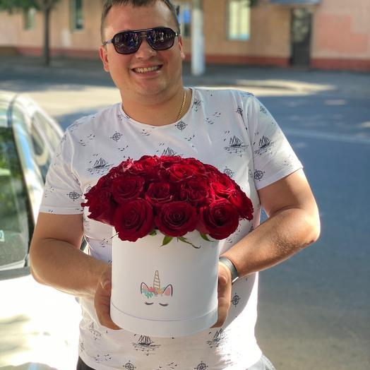 Коробка с 25 красными розами