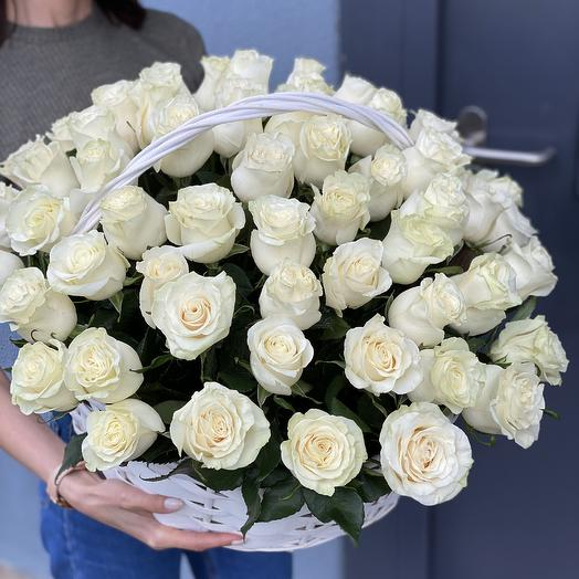 ✅ Корзина из белых роз Аваланж