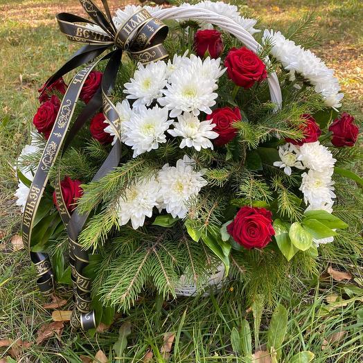 Корзина Траурная с Розами и хризантемой