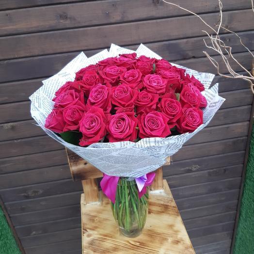 31 ярко-розовая роза