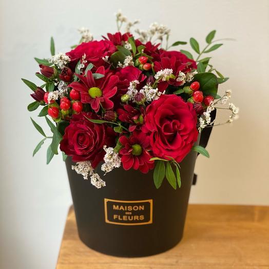 Зефирка чёрная MAXI с красными розами Эквадора
