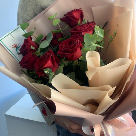 Букет из 7 роз и эвкалипта