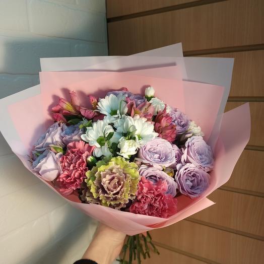 Букет с розами и ассорти цветов