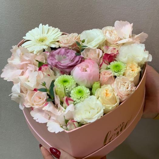 Коробка с Цветами в пастельных тонах