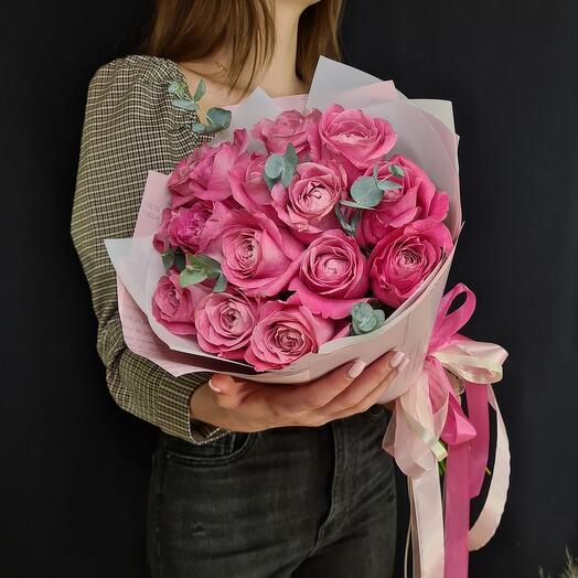 Розовые розы и эвкалипт 🌿